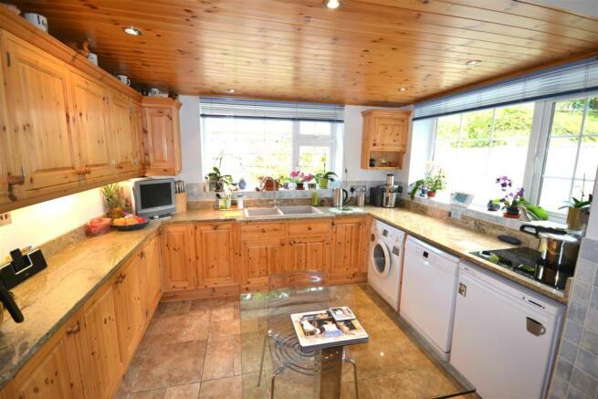 Kitchen 1 edit.jpg