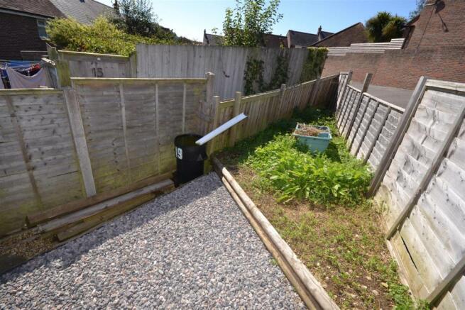 Small garden area 1.JPG