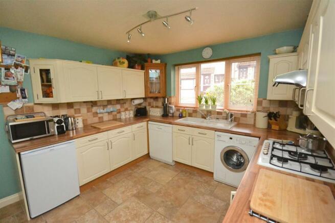 Kitchen 1 (3).jpg