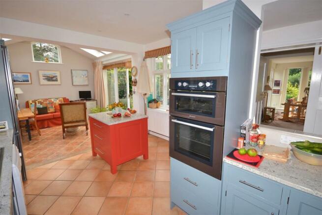 Kitchen 1 (27).jpg