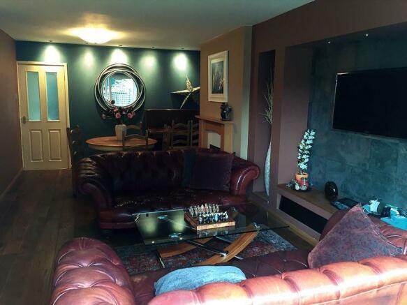 Lounge with Di...