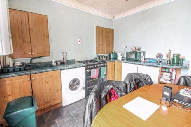 2 Bedroom Flat For Sale In Clytha Crescent Newport Ref