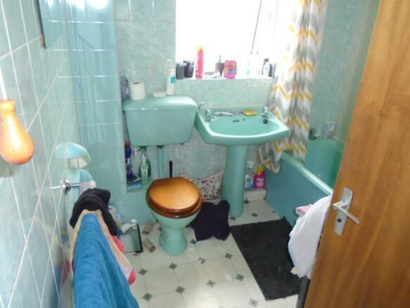 5 - Bathroom.JPG
