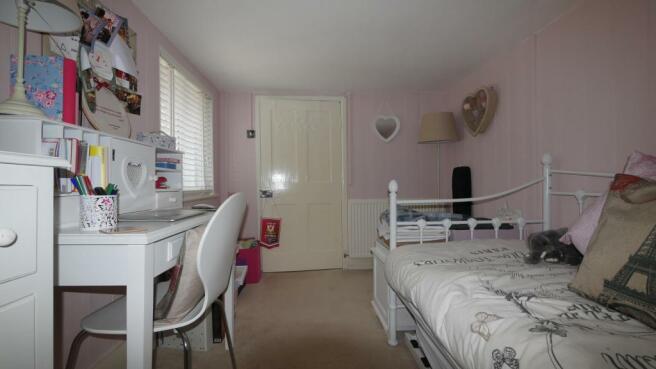 bedroom_2(2).JPG