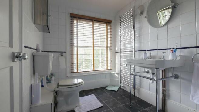 en-suite_bathroom(3) copy.jpg