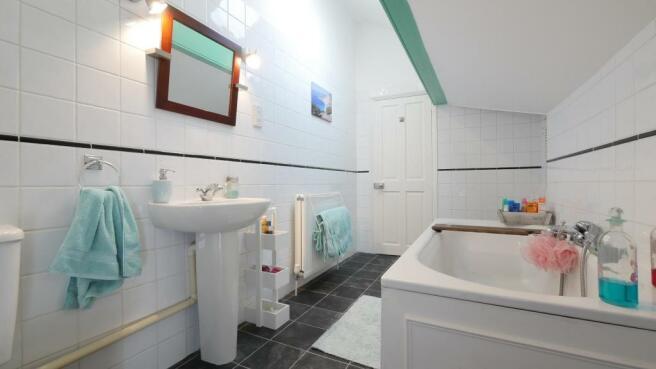 main_bathroom(2).JPG