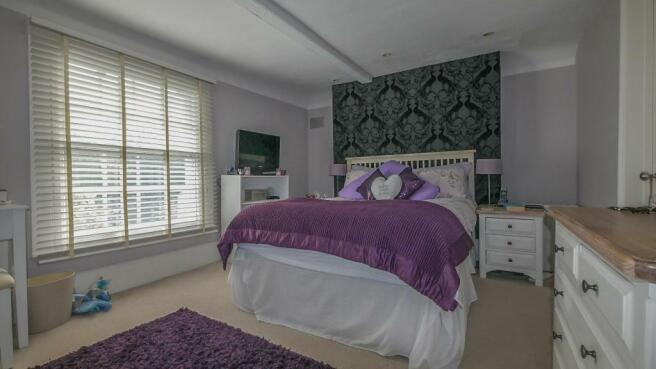 main_bedroom(1).jpg