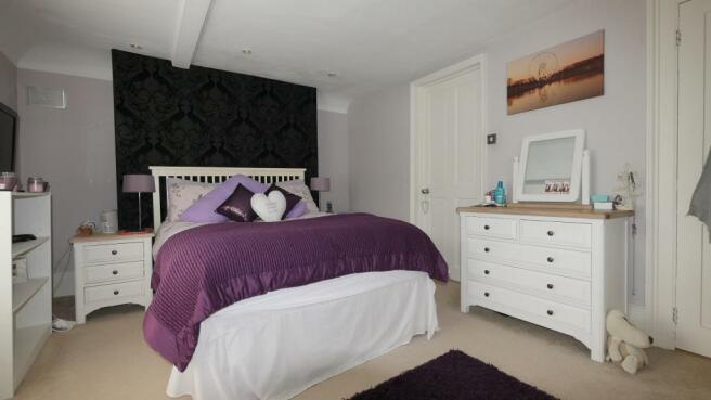 main_bedroom(2).JPG