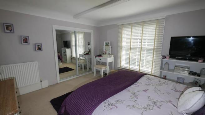 main_bedroom(4) copy.jpg