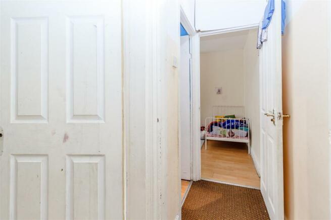 8411057-interior06.jpg