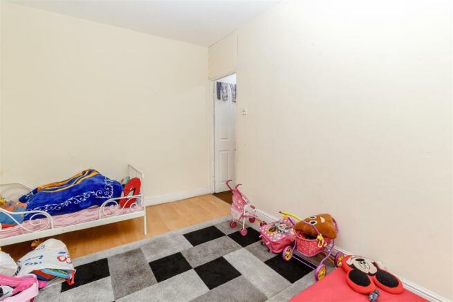 8411057-interior05.jpg