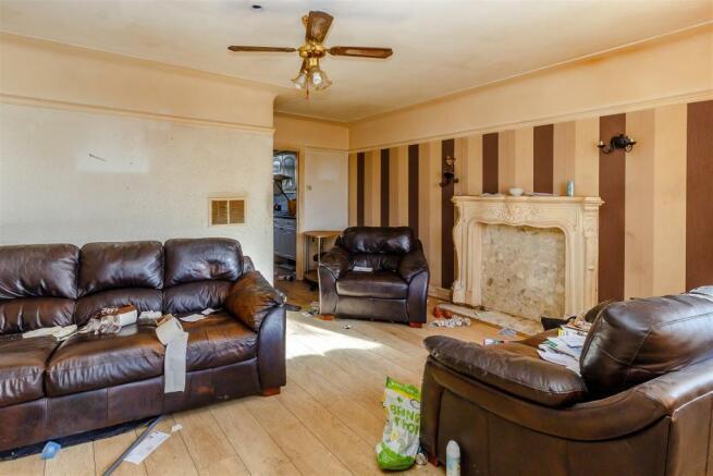 8403097-interior03.jpg