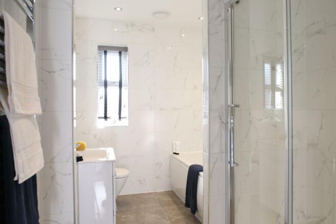 Caulke_bathroom_1