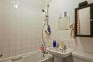 Flat 8 Bathroom