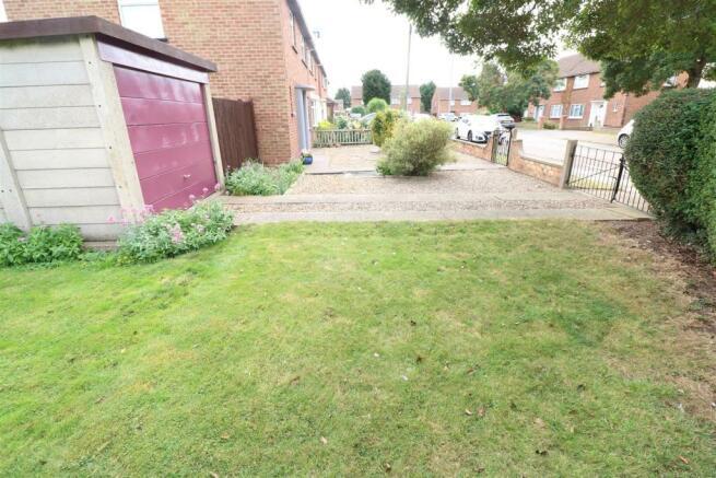 Front Garden / Driveway