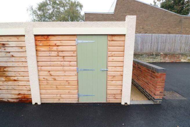 Singe garage sized workshop
