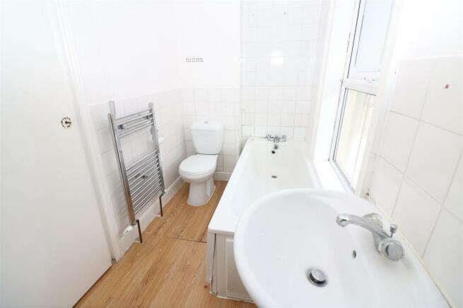 126B - Bathroom / WC