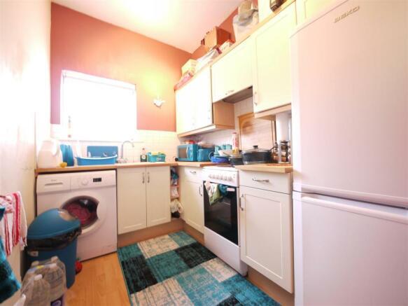 Kitchen - 4 Hayden House.JPG