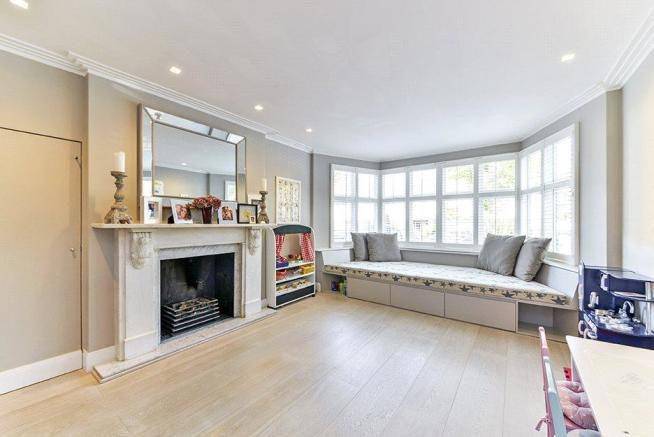 Family Living : Nw6