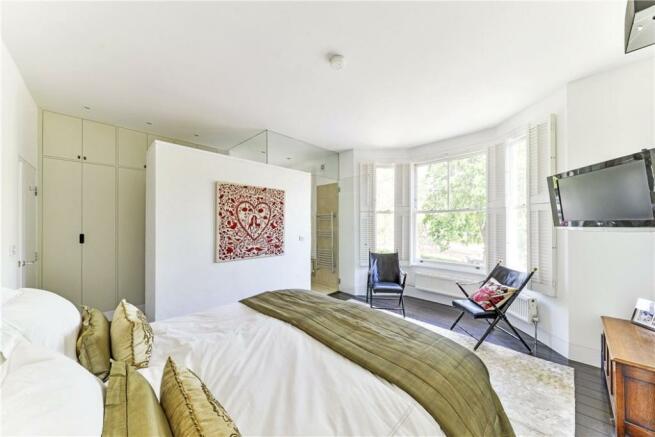 Bedroom: NW6 6EL