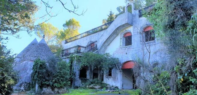 The villa and trullo