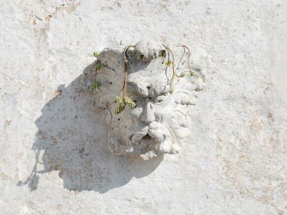 Terrace wall figure