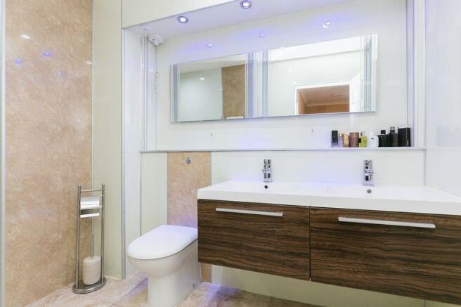 Family Bathroom A