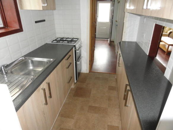 FITTED KITCHEN (B)