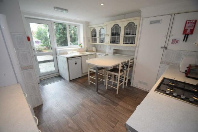 7 Wellesley Road kitchen.JPG