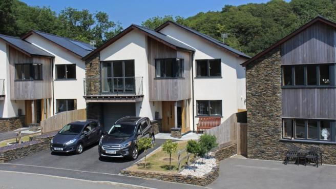 4 bedroom detached house for sale in 14 Swn y Dail, Barmouth