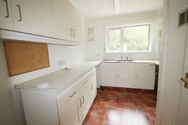 kitchen 1edited.jpg