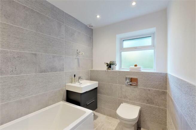 21B Bathroom.jpg