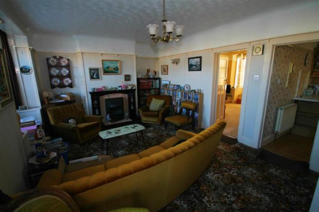 Lounge 2edited.jpg