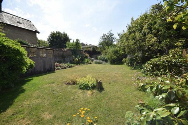 garden rear.JPG