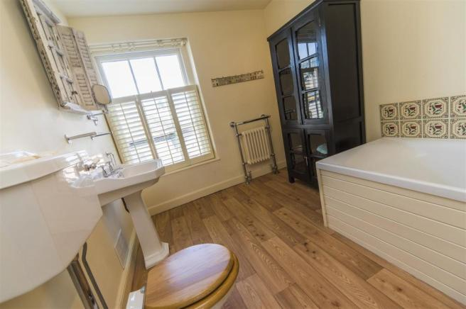 0317-0145 Truro-3 Dolphin House-2nd floor bathroom