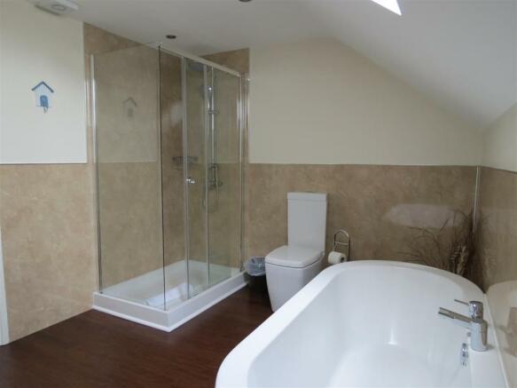 En Suite Bathroom: