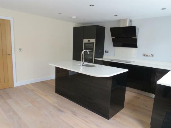 Kitchen/Dining Area: