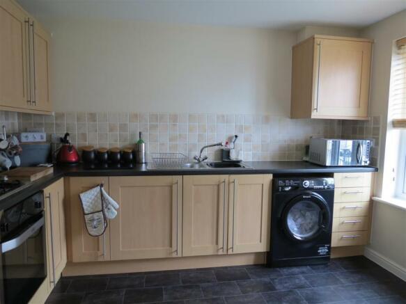 Kitchen/Breakfast Area: