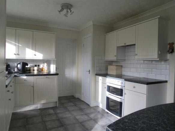 Kitchen/Breakfast Room: