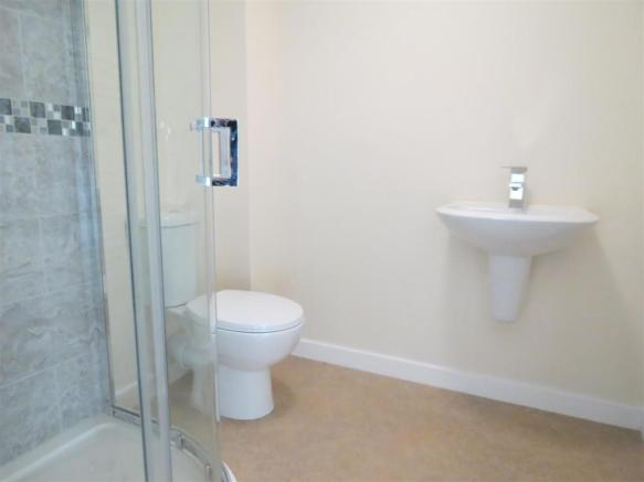En Suite Shower Room: