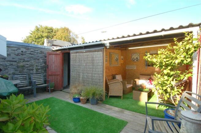 Courtyard Garden & Garage