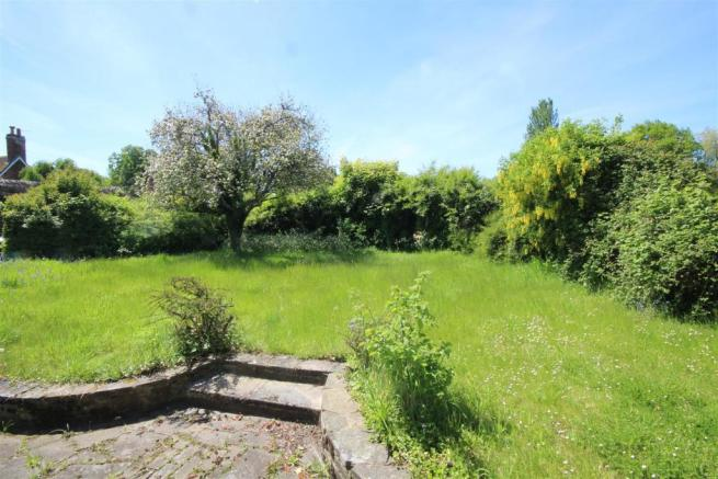 Thatched Cottage-May garden.jpg