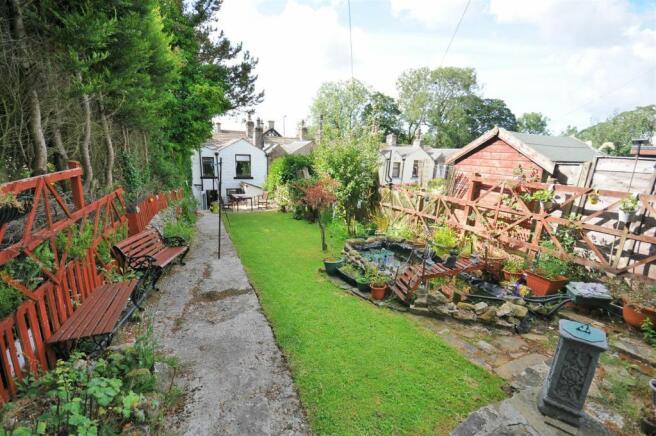 Extensive rear gardens