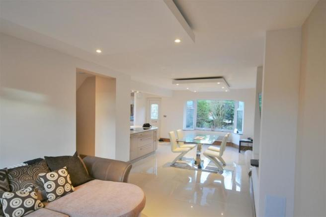 Open plan lounge / dining room /  kitchen