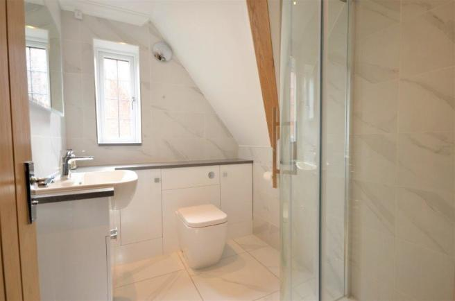 * REFITTED ENSUITE