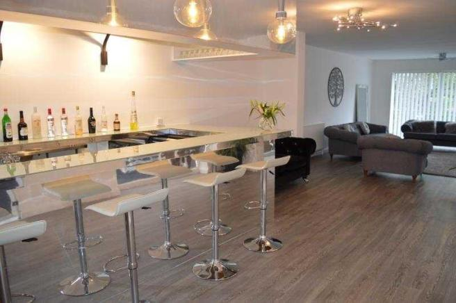 26b Lulworth Rd bar to lounge