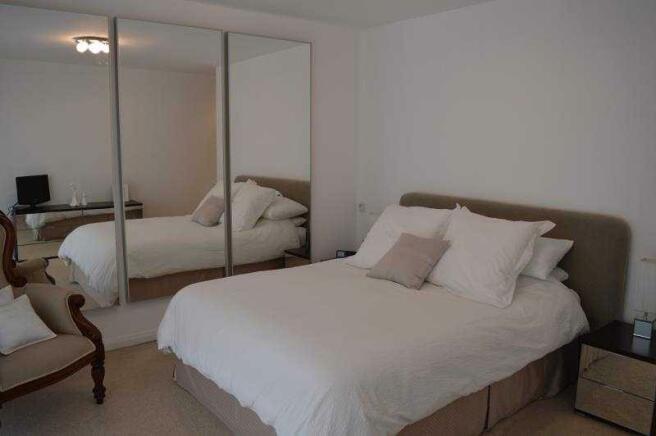 26b Lulworth Rd master bed