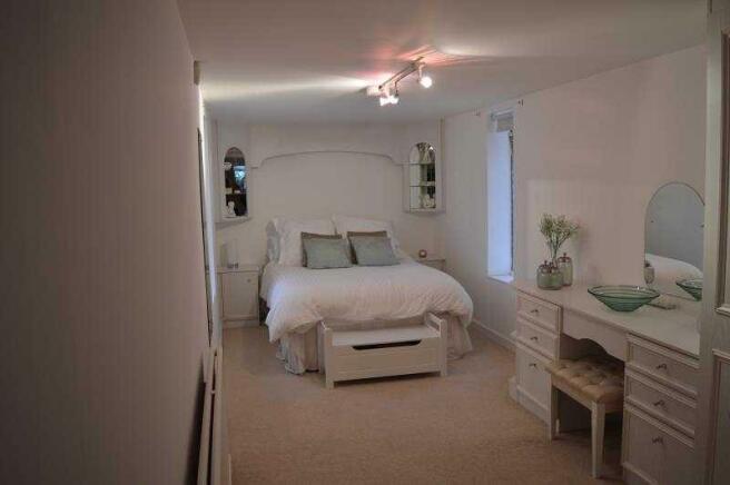 26b Lulworth Rd bed 4