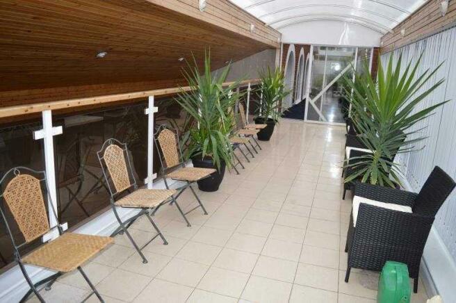 26b Lulworth Rd pool balcony
