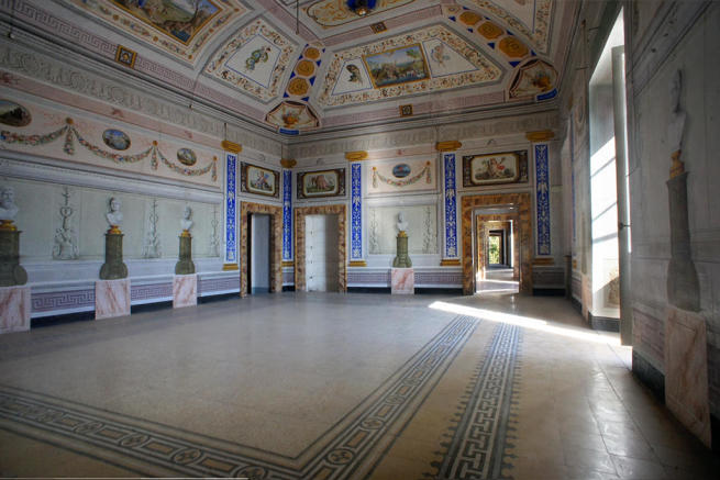 Main frescoed salon